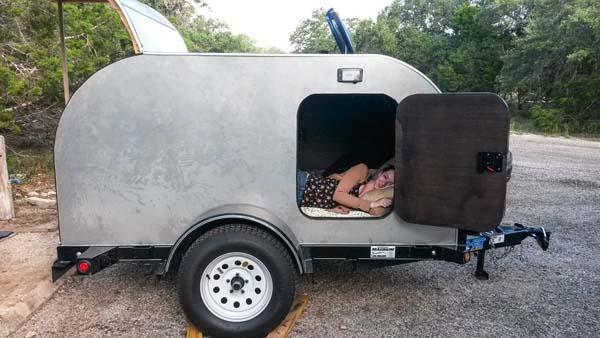 heimwerker baut ganz speziellen wohnwagen. Black Bedroom Furniture Sets. Home Design Ideas