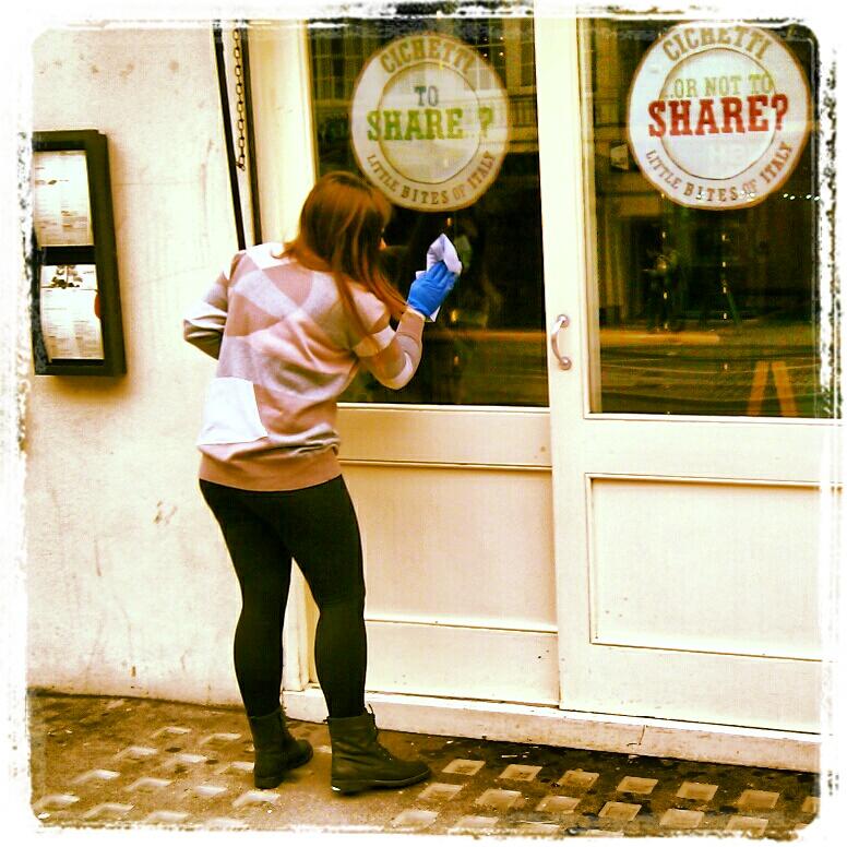 13 beweise dass essig ein starker haushalts helfer ist for Fenster putzen essig