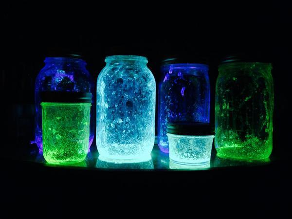 dieses leuchtenden und gl nzenden glas ist spielend leicht. Black Bedroom Furniture Sets. Home Design Ideas