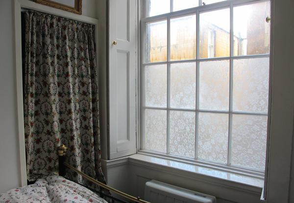 mit maisst rke und spitze den idealen sichtschutz f rs fenster machen. Black Bedroom Furniture Sets. Home Design Ideas