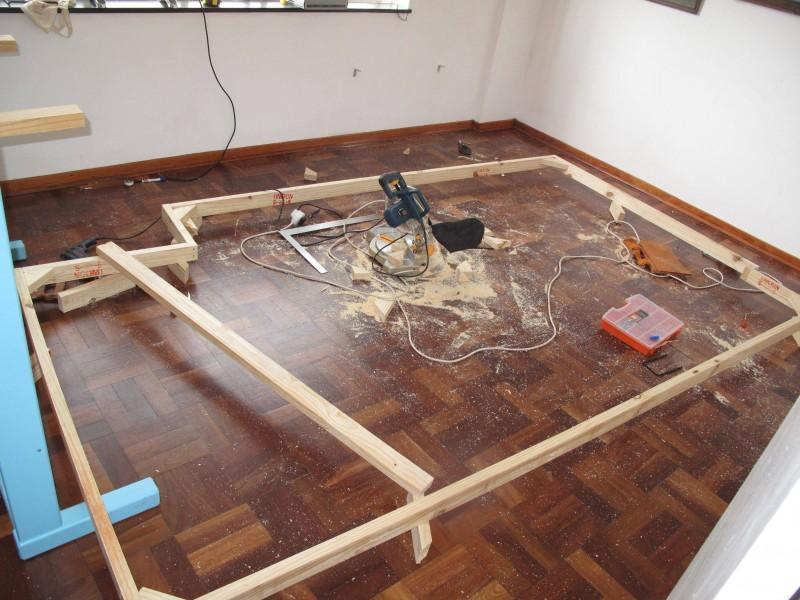 hier wird ein des g stezimmer in einen gro artigen mehrzweckraum verwandelt. Black Bedroom Furniture Sets. Home Design Ideas