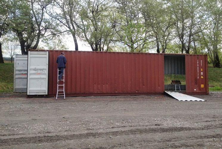 Haus Aus Container geniale frau baut sich ein haus aus alten containern innen