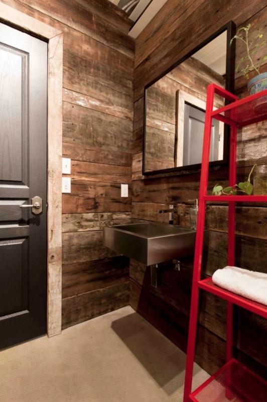 geniale frau baut sich ein haus aus alten containern von innen ist es wow. Black Bedroom Furniture Sets. Home Design Ideas