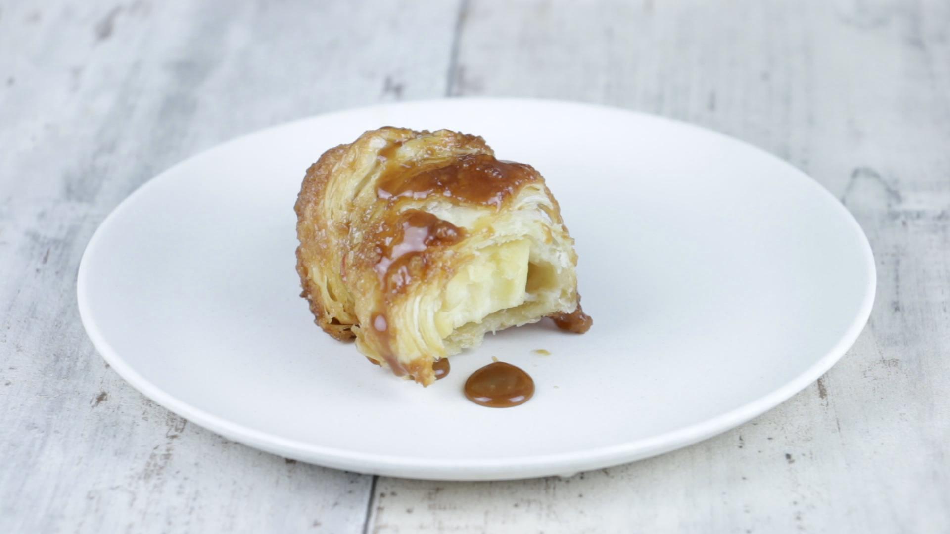 croissant mit apfel ein back rezept zum naschen und verlieben. Black Bedroom Furniture Sets. Home Design Ideas