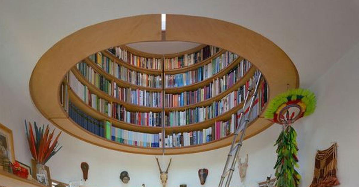 Ausgefallenes Bücherregal