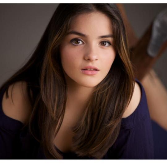 Die 17-Jährige ist geschockt, als ihr alle Haare ausfallen. Doch mit diesen Fotos beweist sie