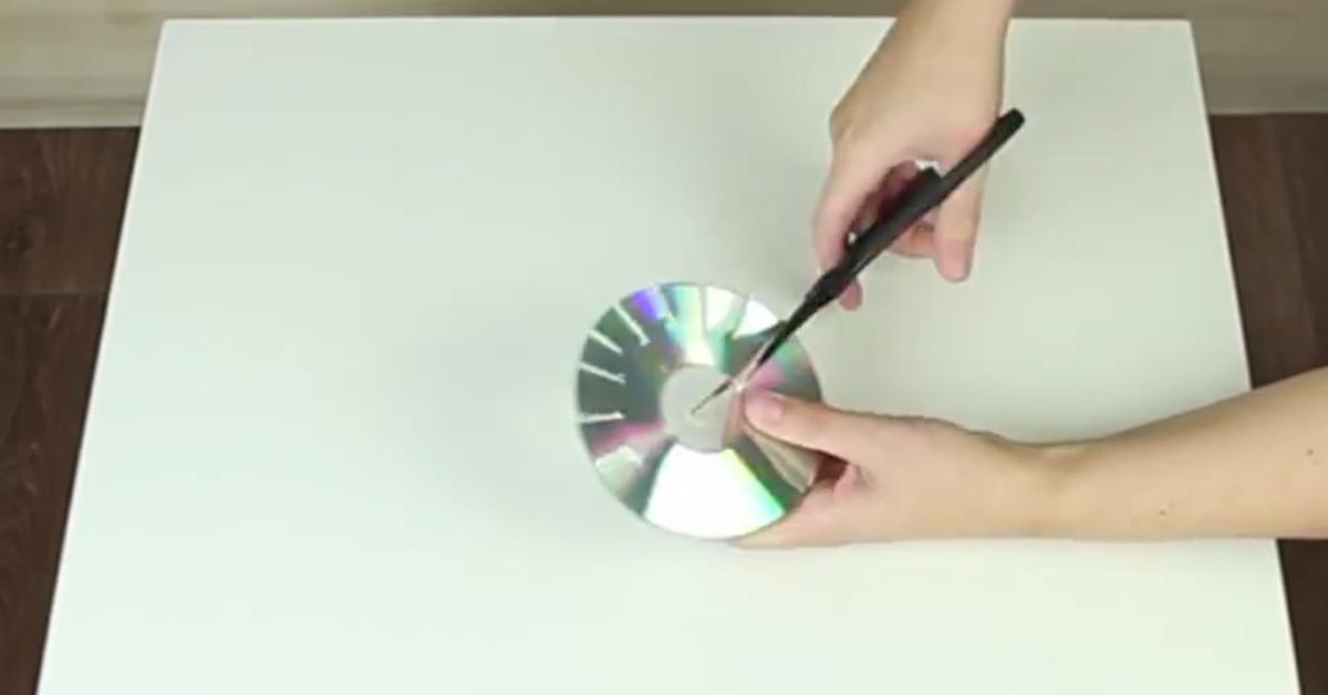 Lahmer ikea tisch wird zu funkelnder mosaikperle mit alten cds - Basteln mit alten cds ...