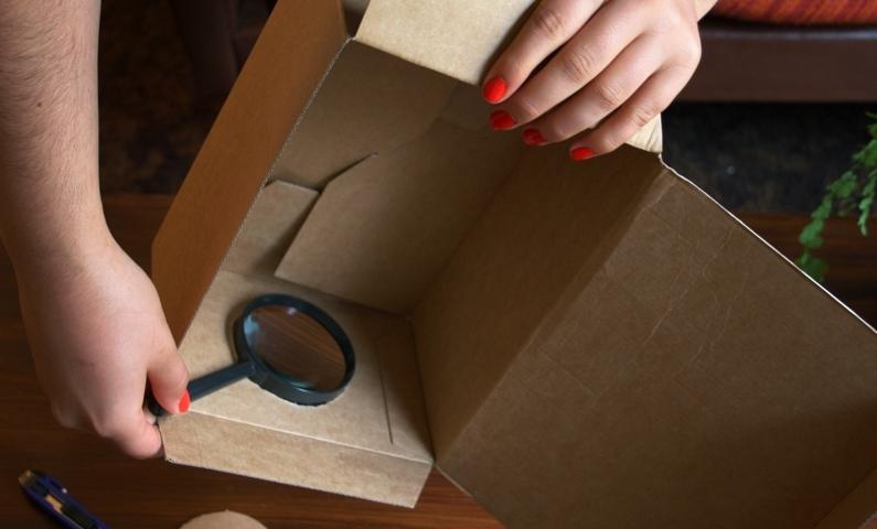 upcycling mit diesem tricks kannst du mit einem karton und deinem iphone ein heimkino basteln. Black Bedroom Furniture Sets. Home Design Ideas