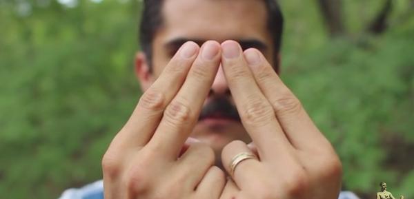 so einfach kannst du lernen durch die finger zu pfeifen. Black Bedroom Furniture Sets. Home Design Ideas