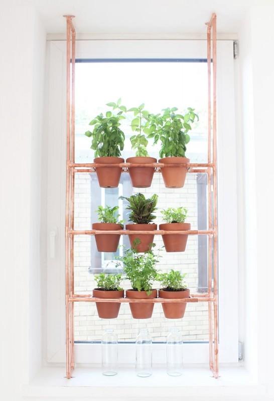 Sieht Glanzend Aus Fensterregal Aus Kupferrohren
