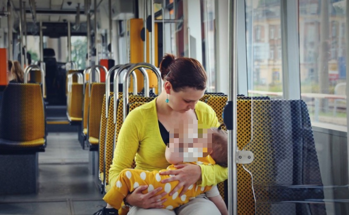 Empörend: Stillende Mutter wird in Hamburg aus dem Bus