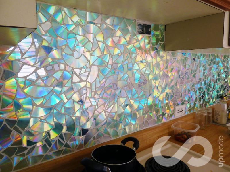 Kreativ Cds Recyceln Pärchen Baut Fliesenspiegel Für Die Küche