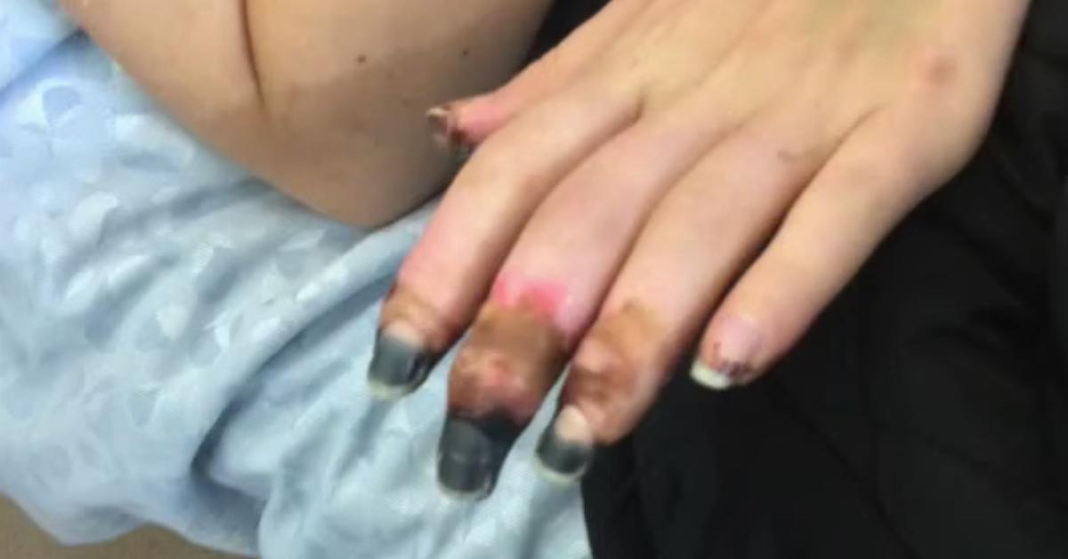 Junge Fingert MäDchen