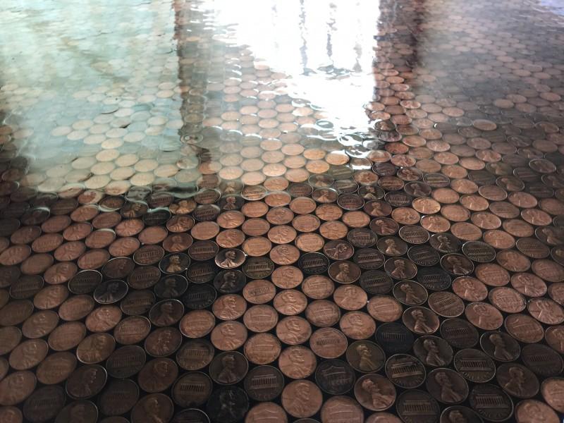 Fußboden Aus Pennys ~ Edler fußboden aus säcken kleingeld