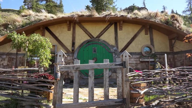 Frau Plant Hobbit Dorf Zu Bauen Das 1 Kleine Traumhaus Steht Schon