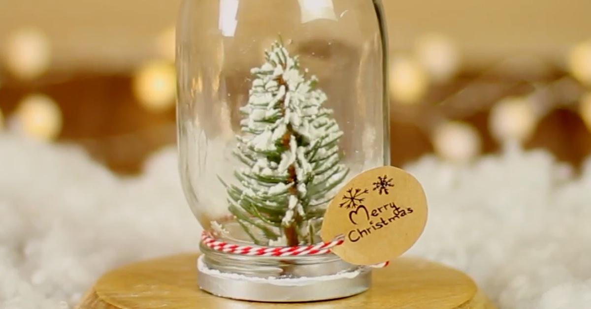 schneegest ber im glas s er mini weihnachtsbaum aus zweigen. Black Bedroom Furniture Sets. Home Design Ideas