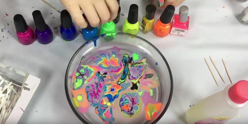 Todschick Zaubere Mit Nagellack Farbmuster Auf Deine Handyhulle