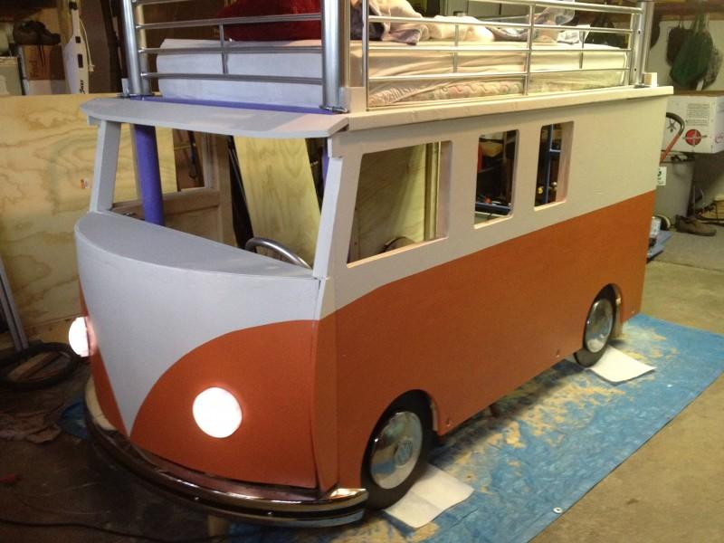 Etagenbett Kinder Bus : Mit echter hupe begabter vater baut vw bus hochbett für tochter