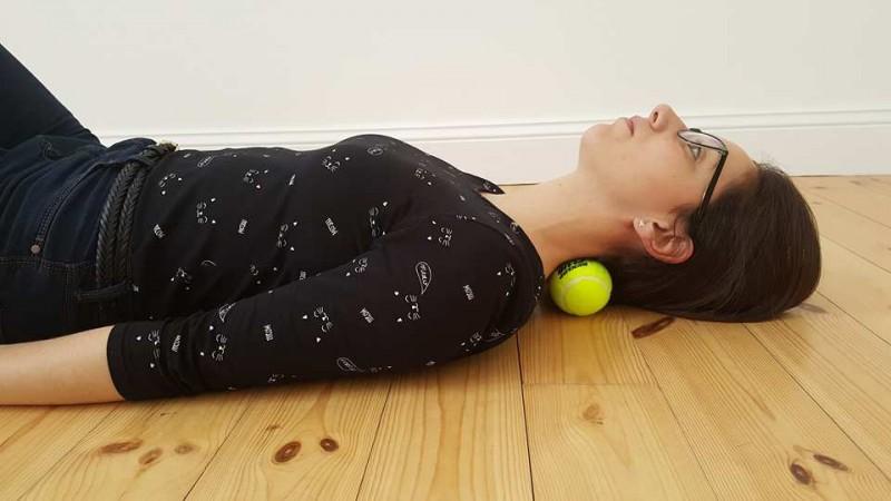 7 Tennisball-Tricks lösen Muskelschmerzen und Verspannungen.