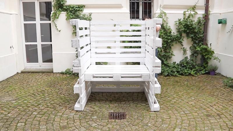 Diy Projekt Fur Den Garten Strandkorb Aus 8 Europaletten Selber Bauen
