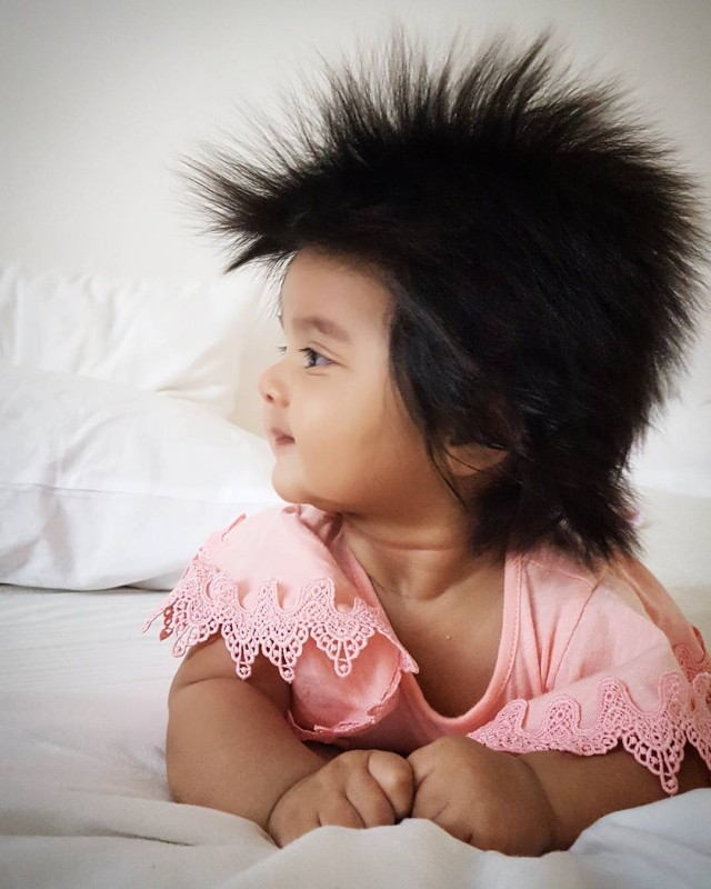 Baby Mit Vielen Haaren