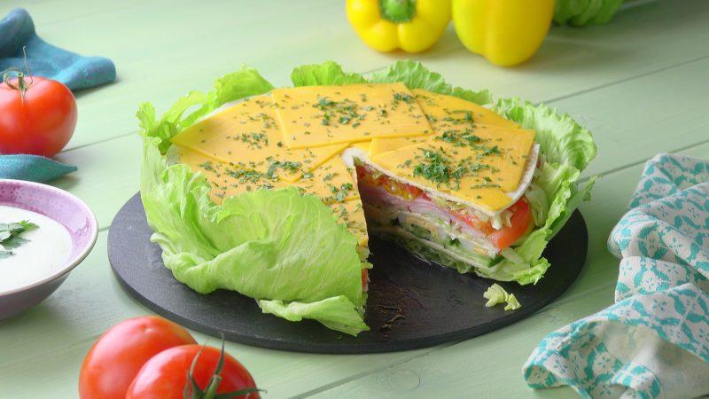 Die Frische Salat Torte Mit Cremiger Sosse Verfuhrt Zum Nachmachen