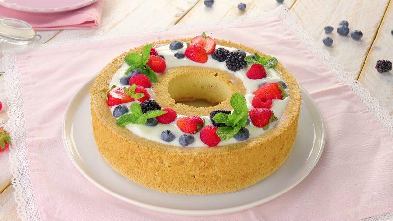 Dieser Beeren Sahne Kuchen Besticht Mit Vanille Und Fruchtfullung