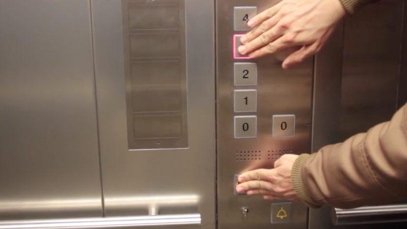 astuce ascenseur  : appuyer sur deux boutons en même temps pour aller plus vite